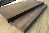מדרגות מעץ אגוז אמריקאי